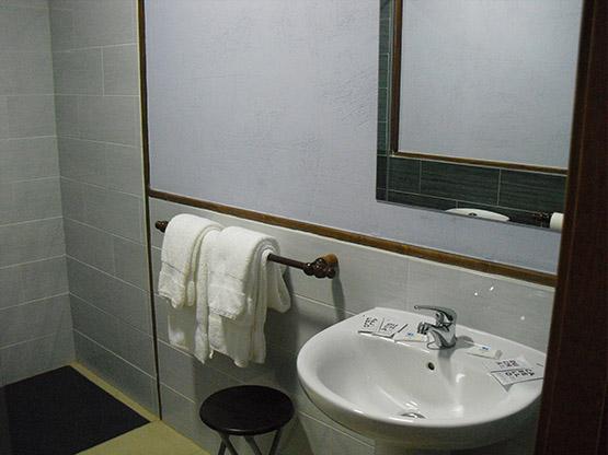 habitacion6-hostal-la-candela-rabanal-del-camino