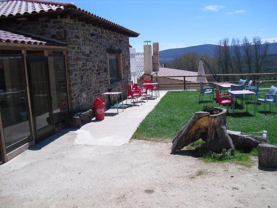 jardines2_hostal-la-candela-rabanal-del-camino